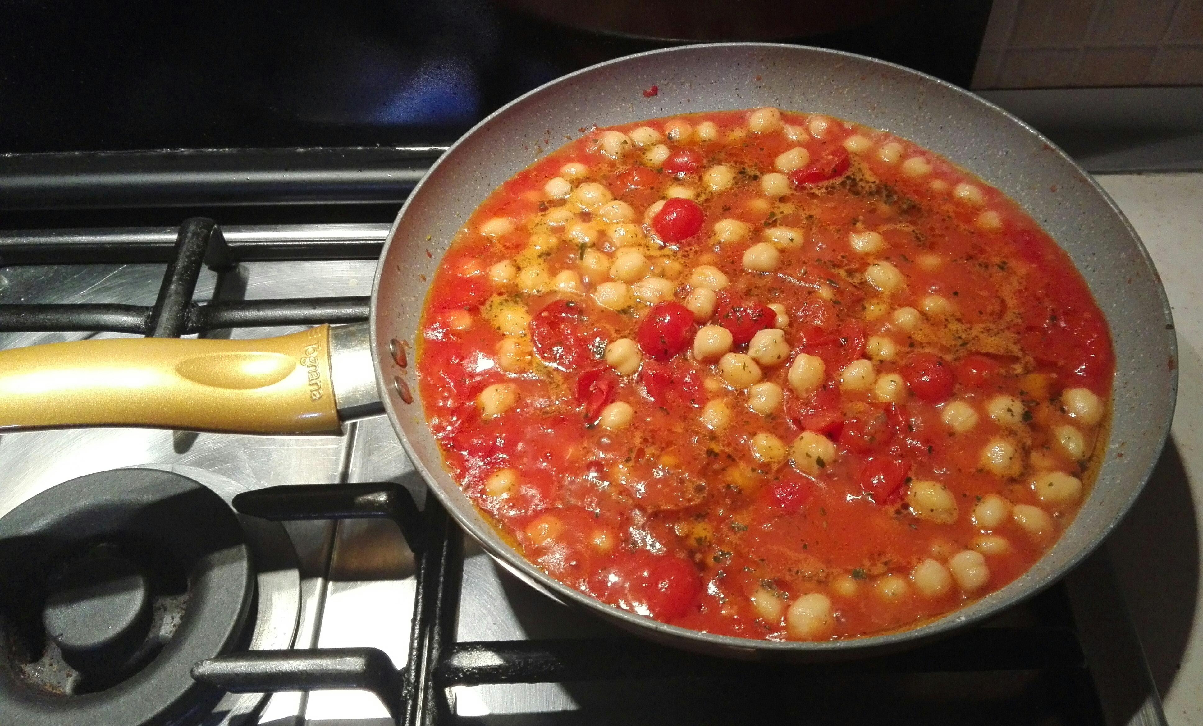 Photo of Ditaloni rigati con ceci pomodorini e basilico