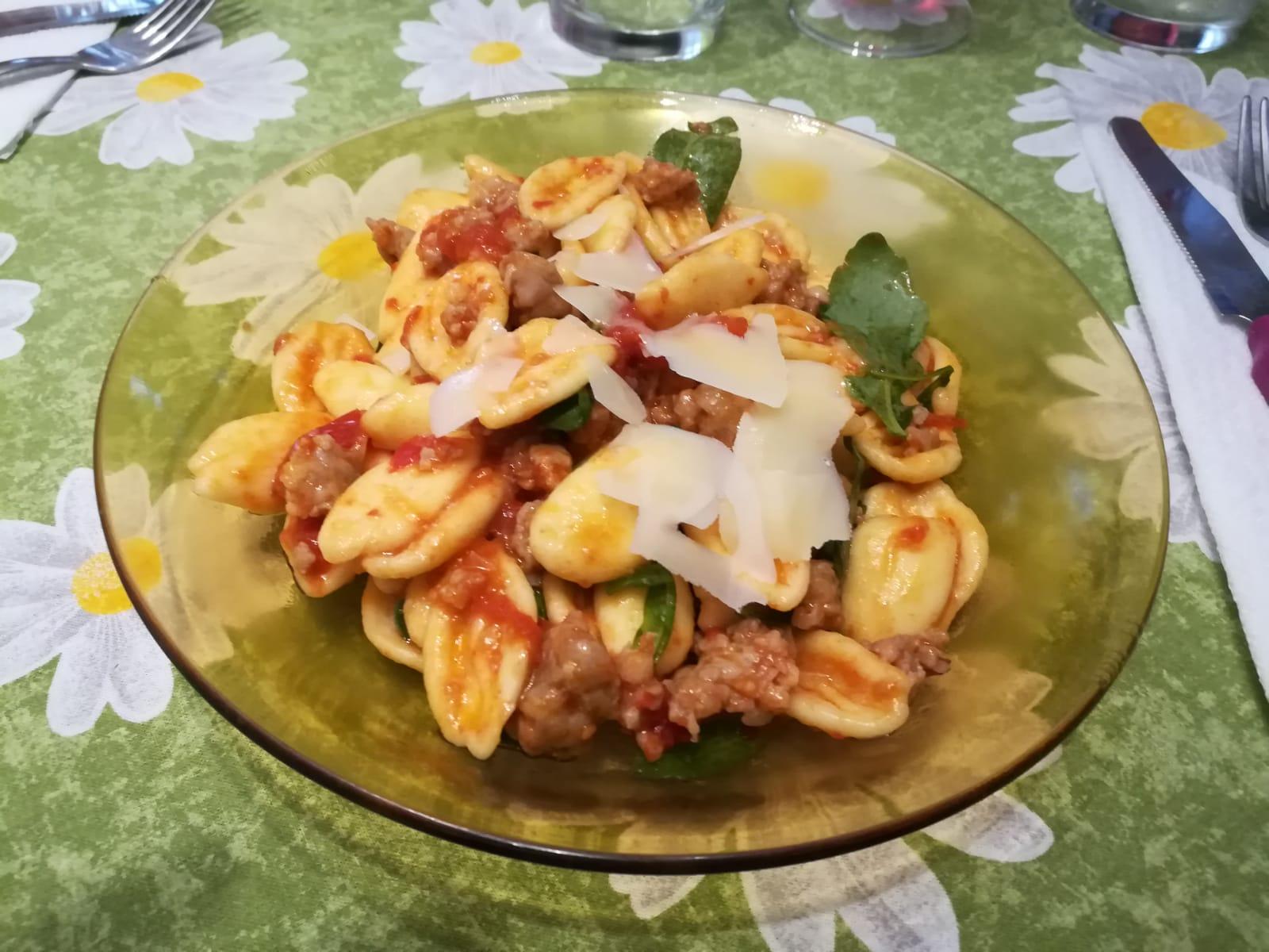Photo of Strascinati (o cortecce) con rucola,pomodorini,salsiccia e scaglie di parmigiano